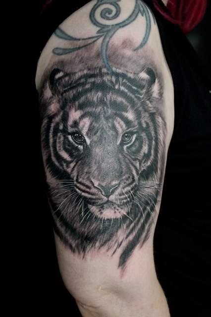 Motive oberarm tattoos männer 37 Oberarm