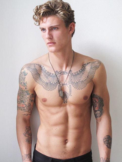 Tattoo brust männer
