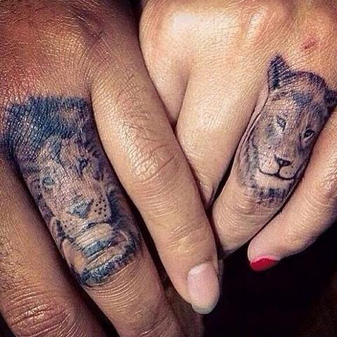 Zwei Löwen auf dem Finger  - (Preis, Tattoo, Schweiz)