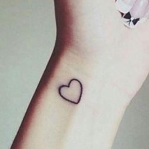 Schmerzen tattoo knöchel tattoo übern