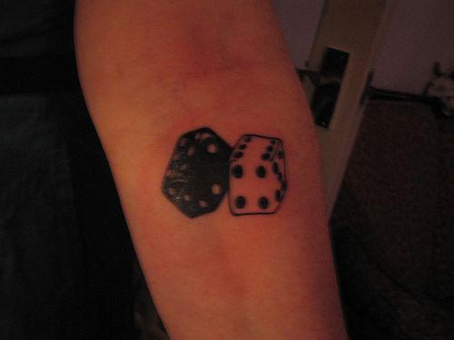 würfel tattoo