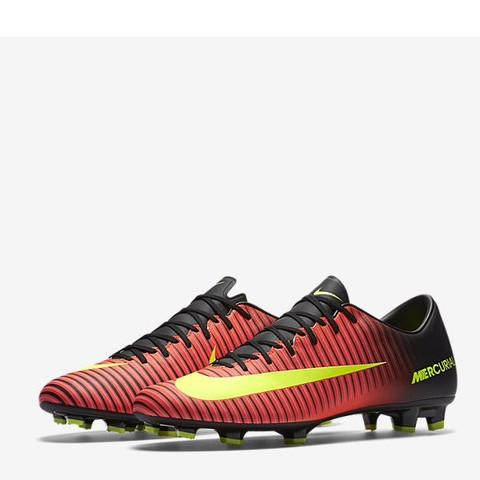 Von schräg vorne - (Fußball, Nike, Fussballschuhe)