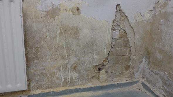 bröckelige Wand im Lager - (Mietrecht, Schimmel, Gewerbefläche)