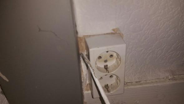 Das Kabel aus der Wand  - (Elektronik, Telefon, Strom)