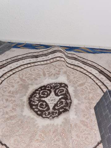 Teppich auf Teppichboden umgeknickt, was tun?