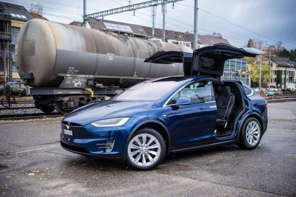 Tesla x: WAS soll DAS?