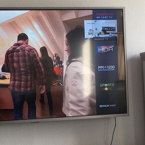 Thomson Fernseher, wie bekomm ich den Seitenspann weg?