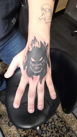Tipps zum pflegen von Handrücken tattoos?