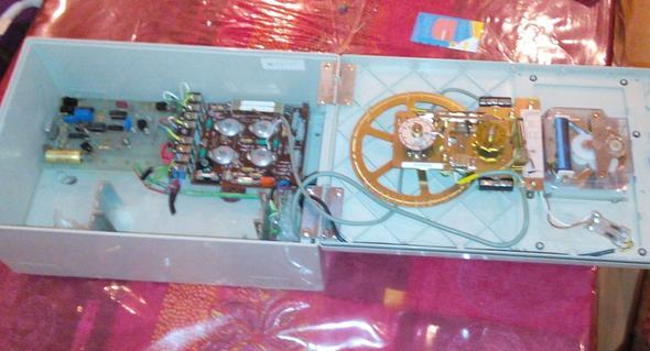 TN Telenorma Hauptuhr Mutteruhr geöffnet (schlechtes Foto) - (Freizeit, Bahnhofsuhr, Telenorma)