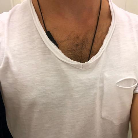 tshirt - brusthaare sichtbar?
