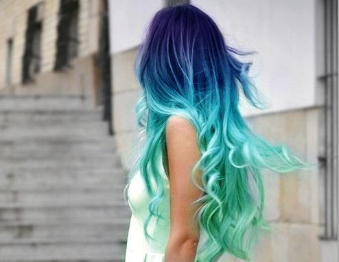 Blonde haare mit blauen ombre