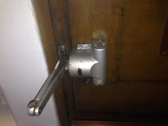 Türschließer - (Handwerk, Tür, schreiner)