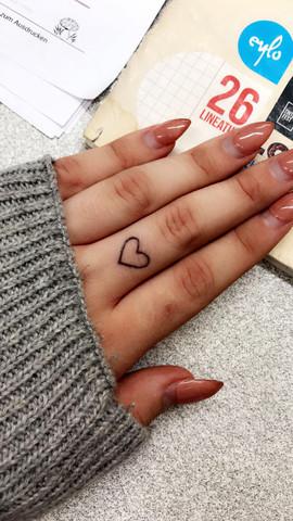 - (Gesundheit und Medizin, Schmerzen, Tattoo)