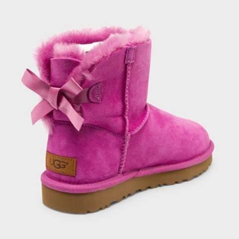 UGG Boots Pink mit Schleife... Können die auch Männer tragen?