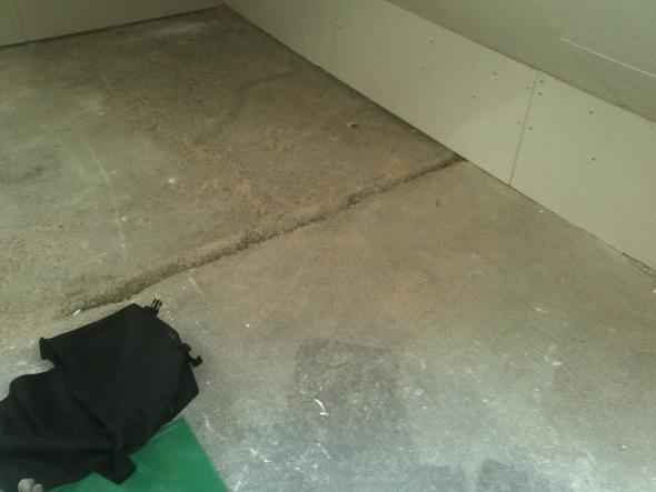 unebenen betonboden ausgleichen technik beruf urlaub. Black Bedroom Furniture Sets. Home Design Ideas