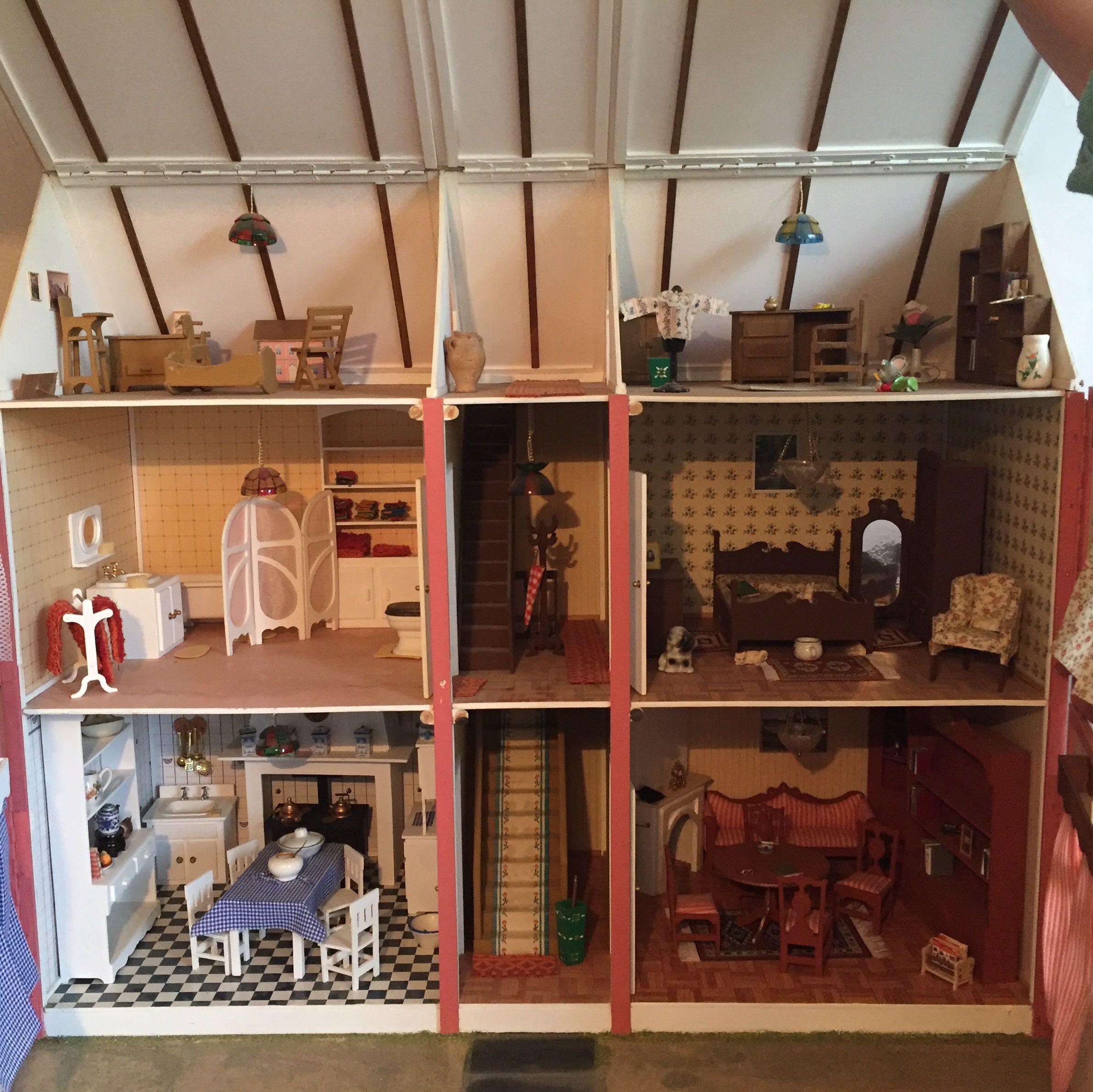 wieviel ist dieses puppenhaus ungef hr wert bausatz miniatur zweist ckig. Black Bedroom Furniture Sets. Home Design Ideas