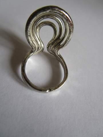 Ungewöhnliche Form, wie heißt der Ring aus 835 Silber?