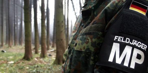 http://www.taz.de/uploads/images/684x342/feldjaeger.jpg - (Polizei, Bundeswehr, Feldjäger)