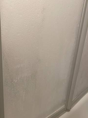 Verkalkte Duschfalttür reinigen?