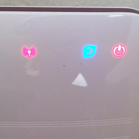 Blaues Zeichen für Internet, müsste Rot sein;links daneben nicht angezeigt Telef - (Internet, WLAN, Vodafone)
