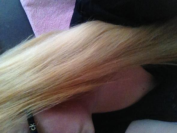 In den Längen finde ich die Farbe sogar relativ schön - (Haare, Beauty, Friseur)