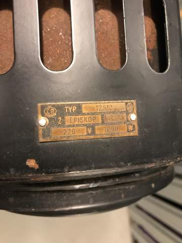 Von welchem Hersteller ist dieser Filmscheinwerfer?
