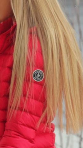 Winterjacke rotes logo