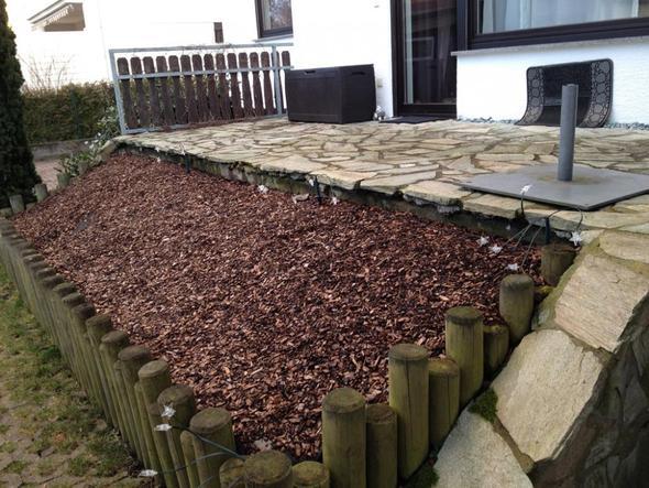 vorhandener terrasse zu gro er holzterrasse erweitern garten bauen holz. Black Bedroom Furniture Sets. Home Design Ideas
