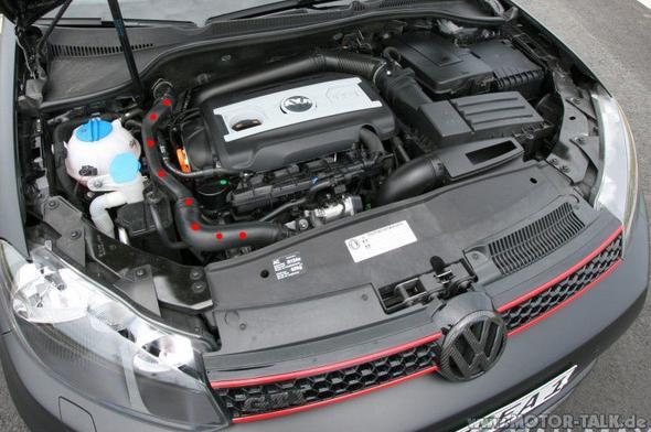 Motorraum mit Saugrohr - (Auto, Motor, Fahrzeug)
