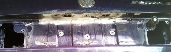 VW Vento - Wie Rost aus Schraublöchern in Plastikteilen entfernen