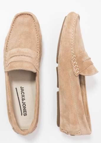 Wären solche Schuhe für junge Männer nicht altersentsprechend?