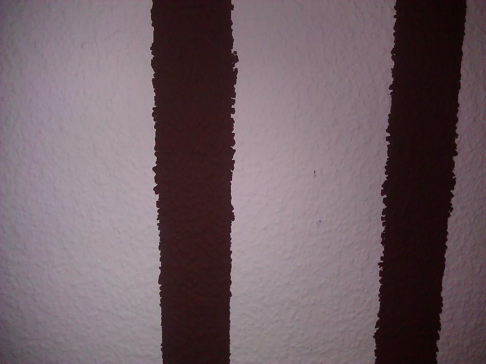 Streifen an der wand braun - Wand streichen muster abkleben ...