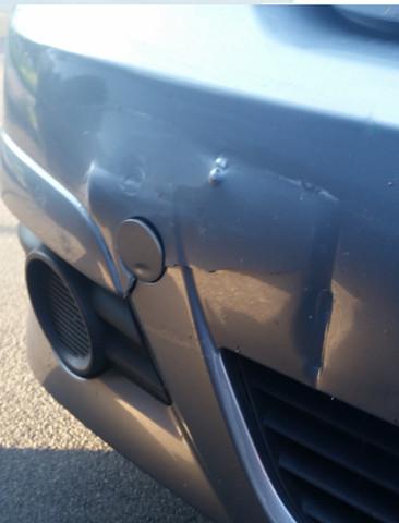 Schaden an Stoßstange vorn - (Auto, neu, reparieren)