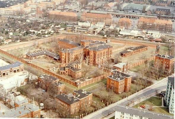 Wann begann der Abriss vom Kriegsverbrecher Gefängnis in Spandau und wann war er abgeschlossen?
