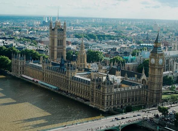 wann und von wem wurde houses of parliament gegr ndet england london big ben. Black Bedroom Furniture Sets. Home Design Ideas