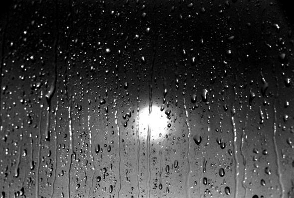warum bleiben regentropfen stehen wasser fenster regen. Black Bedroom Furniture Sets. Home Design Ideas