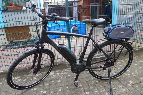 Warum fährt sich ein e-bike wenn der Akku alle ist viel schwerer als ein normales Fahrrad?