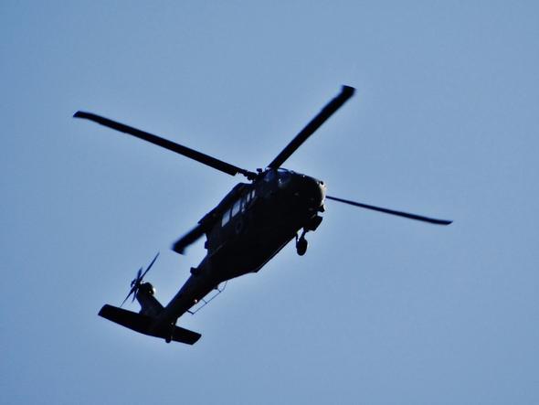 einen mit 30fachem zoom - (Krieg, Militär, Helikopter)