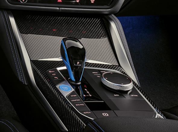 """Warum gibt es beim BMW (Automatikgetriebe) den Handbremsen-Knopf, ich dachte bei """"Park"""" ist das automatisch mit dabei?"""