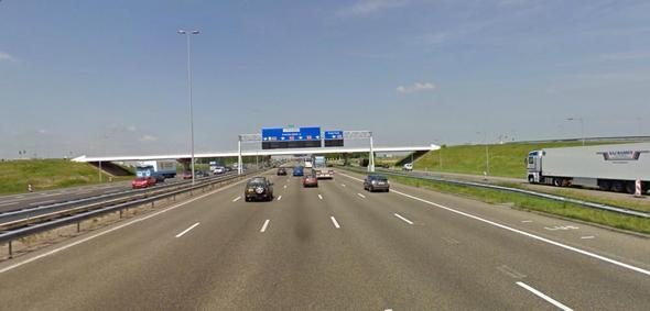 Warum gibt es in den Niederlanden viel bessere Autobahnen als in Deutschland?