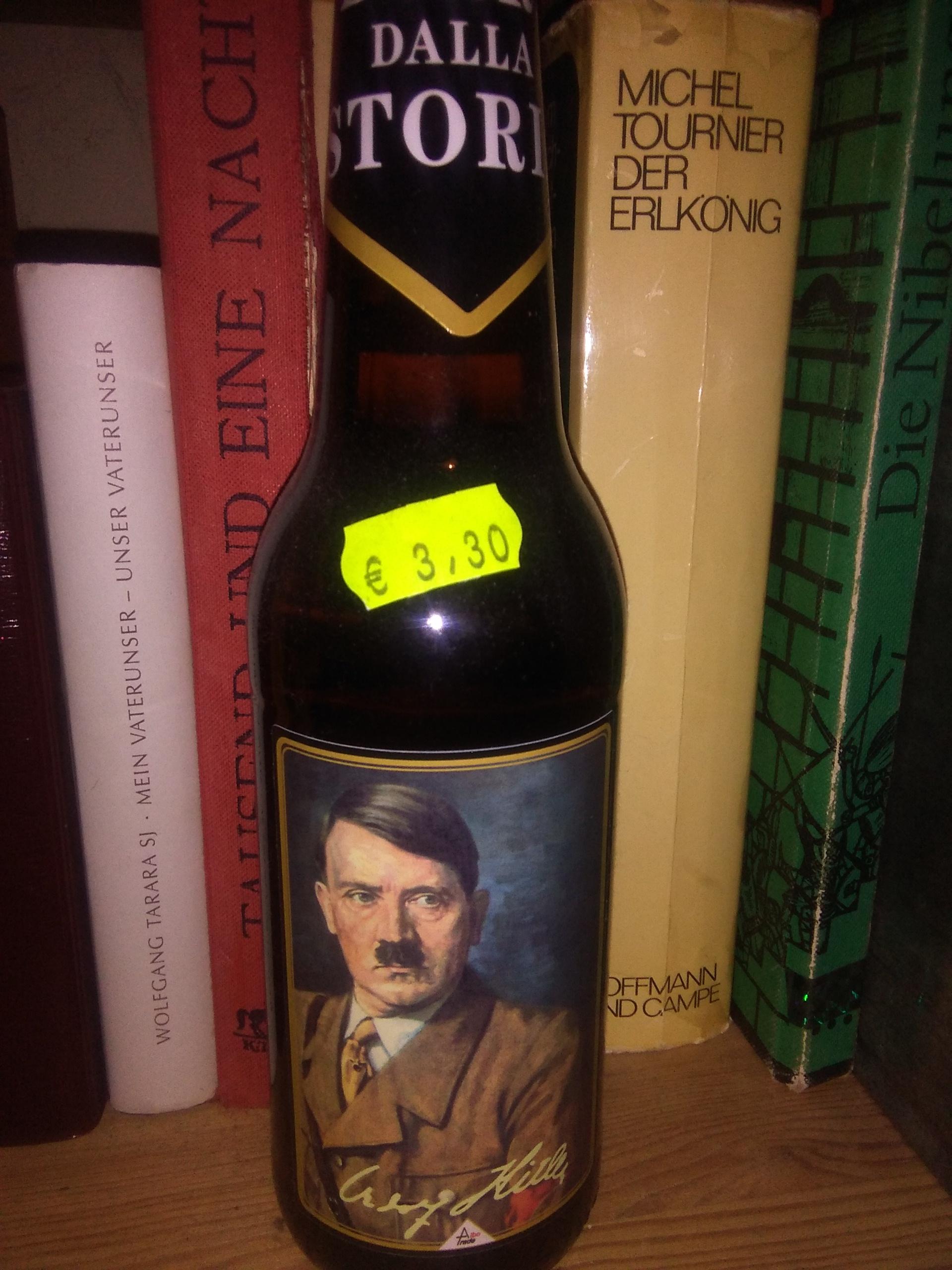 Warum gibt es in Italien Getränke mit Etiketten auf denen Hitler und ...
