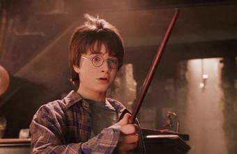 Warum Hat Harry Potter Im Ersten Und Zweiten Teil Einen Anderen