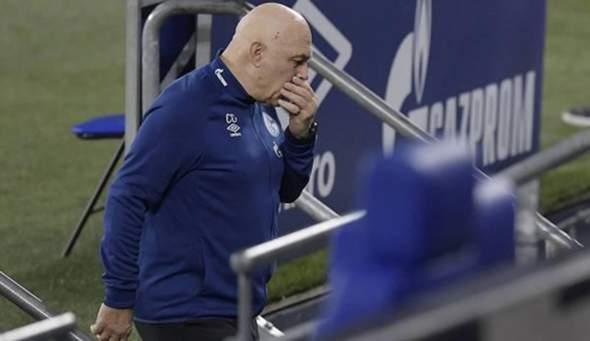 Warum hatte Schalke damals den senilen Christian Groß verpflichtet?