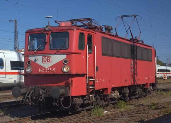 Warum heißt die Lokomotive der Baureihe E 42 (deutsche Reichsbahn) Holzroller?