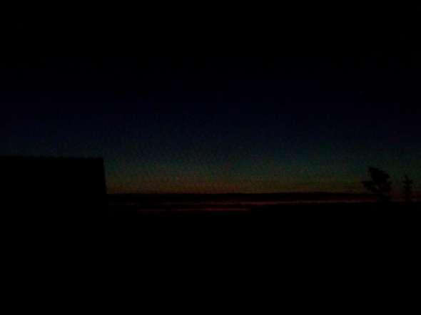 Warum hören die Wolken abends immer auf und bleiben noch auf einer höhe und verschwinden dann(siehe bild!)?