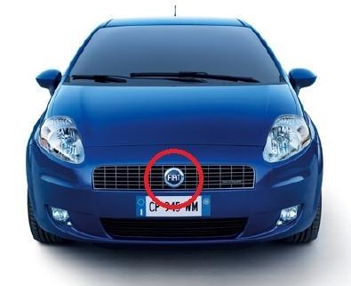 Warum ist das Automarkenzeichen von Fiat bei manchen Modellen rot und bei anderen blau?