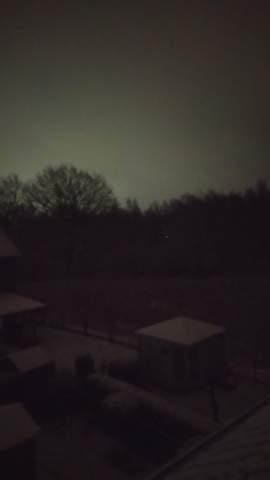 Warum ist es draußen noch hell (Beinahe 2 Uhr Nachts)?