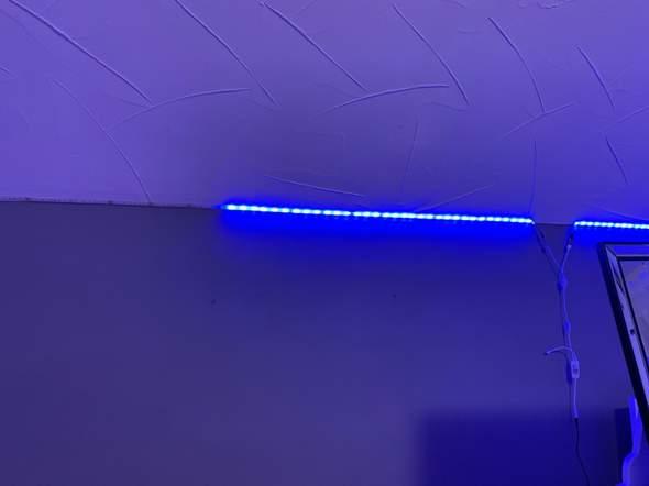 Warum leuchtet ein Teil der Lichterkette in einer anderen Farbe?