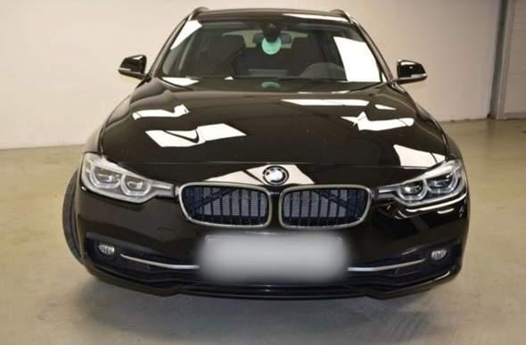 Warum sieht man bei diesen BMW, was hinter den Nieren ist? Ist es normal?