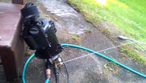 Warum spritzt das Wasser meines Hochdruckreinigers Kärcher K 720 MX durch den Reinigungsmittelbehälter?